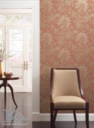 Influentele vintage si cele contemporane se imbina si creeaza o atmosfera ce sfideaza timpul. Wallpaper damask. Chair.