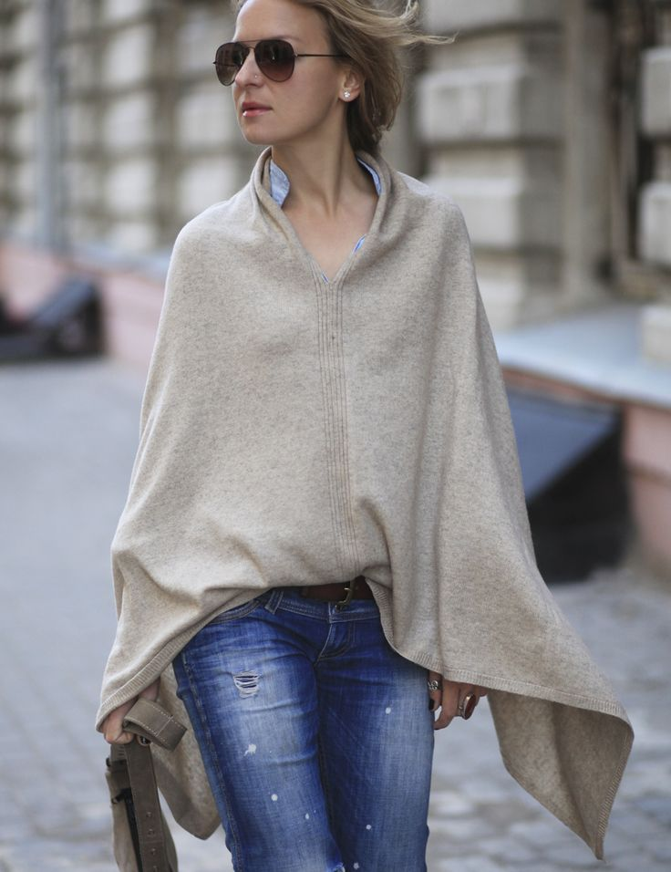 Stylish cashmere poncho from Kashmir. Light, soft, but very warm and comfortable poncho for connoisseurs of ethnic style. Great idea for gift or for girld who loves boho style. #currymoon #poncho #bohostyle