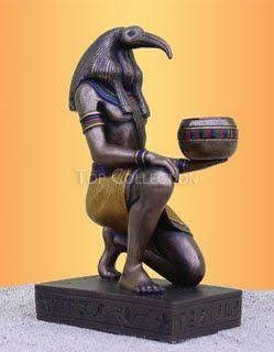 Toth:    Filho de Amon, marido de Maat. Era o escriba dos deuses, o deus da aprendizagem e da sabedoria relacionada com o oculto, a magia, o sobrenatural.