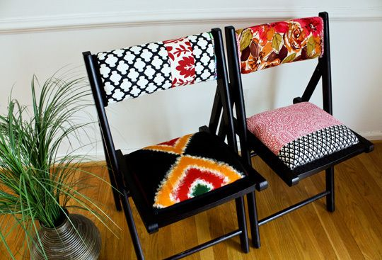 DIY upholstered folding chairs for guests!: Wooden Chairs, Diy Upholstered, Idea, Apartment Therapy, Upholstered Folding, Upholstered Chairs, Fabrics, Folding Chairs, Diy Projects