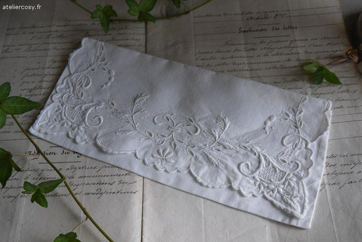 Linge ancien , pochette brodée Brocante de charme atelier cosy.fr
