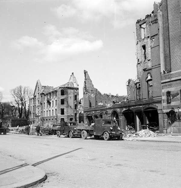 [Bradbenken, Slottsgaten etter eksplosjonsulykken] fra marcus.uib.no