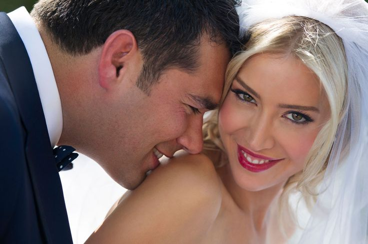 Jerry Ghionis wedding photograph close up of a bride and groom smiling