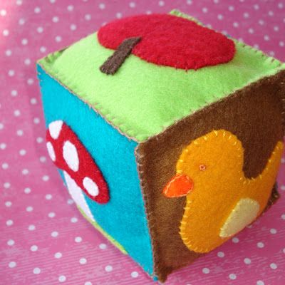 Felt cube toy for baby