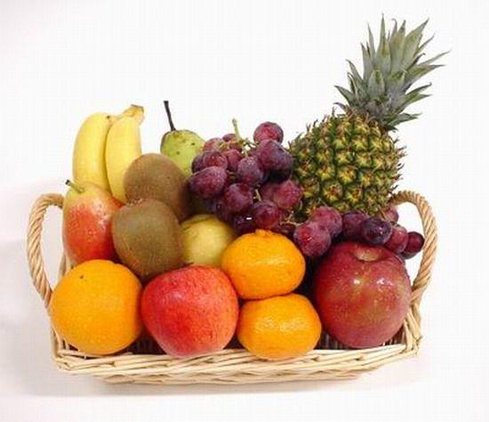 Tízóraira bátran fogyaszd kedvenc gyümölcsöd, hisz a gyümölcsök tele vannak vitaminnal! DE!!! Ne feledd kettő után már ne nagyon egyél se gyümölcsöt se zöldséget, hisz a gyümölcsben gyümölcscukor van, ami hizlal, a zöldség pedig szénhidrát! Zöldséget esetleg még 4 óráig ehetsz, de csak mértékkel.. (..és nem mindegyiket) Tilos például a bab, kukorica, de ezekről írok még!