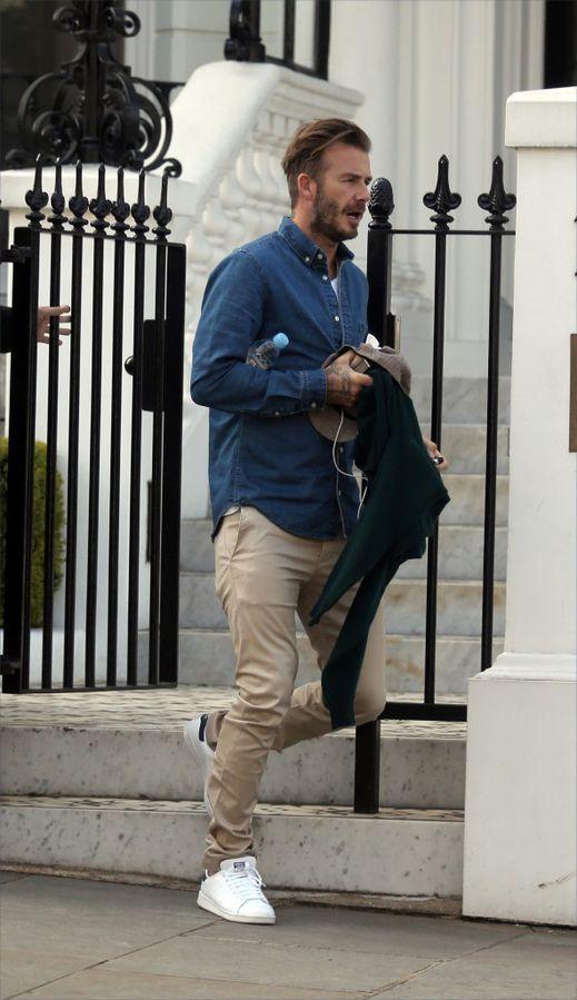 Très proche de ses quatre enfants, David Beckham a été aperçu en train de conduire Romeo à son entrainement... de foot bien évidemment !