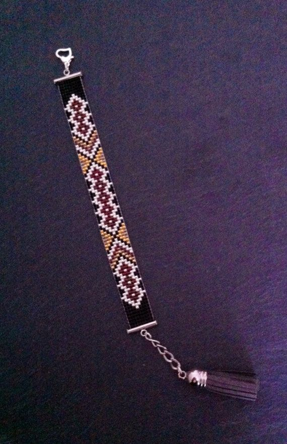 Brazilian touch Cuff Bracelet par TDFTheDreamFactory sur Etsy, €20.00 Seed beads loom bracelet.