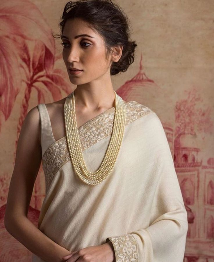 Dear #bride! If simplicity and elegance are your motto, here's an epitome of them both.