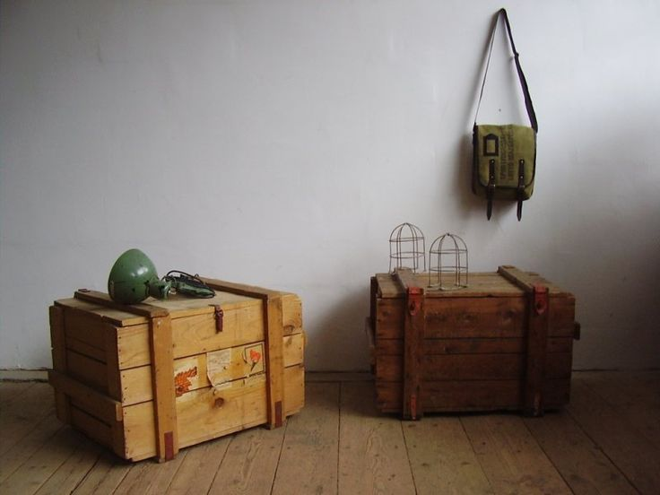 Side-tables from old carrier crates (artKRAFT Furniture&Design)