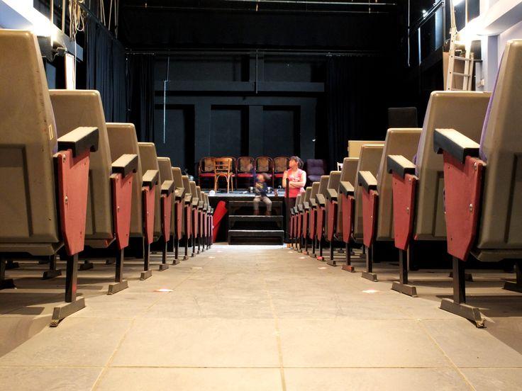 #ReviuElRaval és la campanya que endeguem amb l'objectiu general de tornar el Teatre del Raval a la vida, renovar-lo i fer-lo renàixer 'en-i-per' a la memòria. La intenció és (re)animar-lo com a centre cultural polivalent, dedicat sobretot a l'exhibició, però obert també a altres usos paraculturals. http://vkm.is/teatredelraval