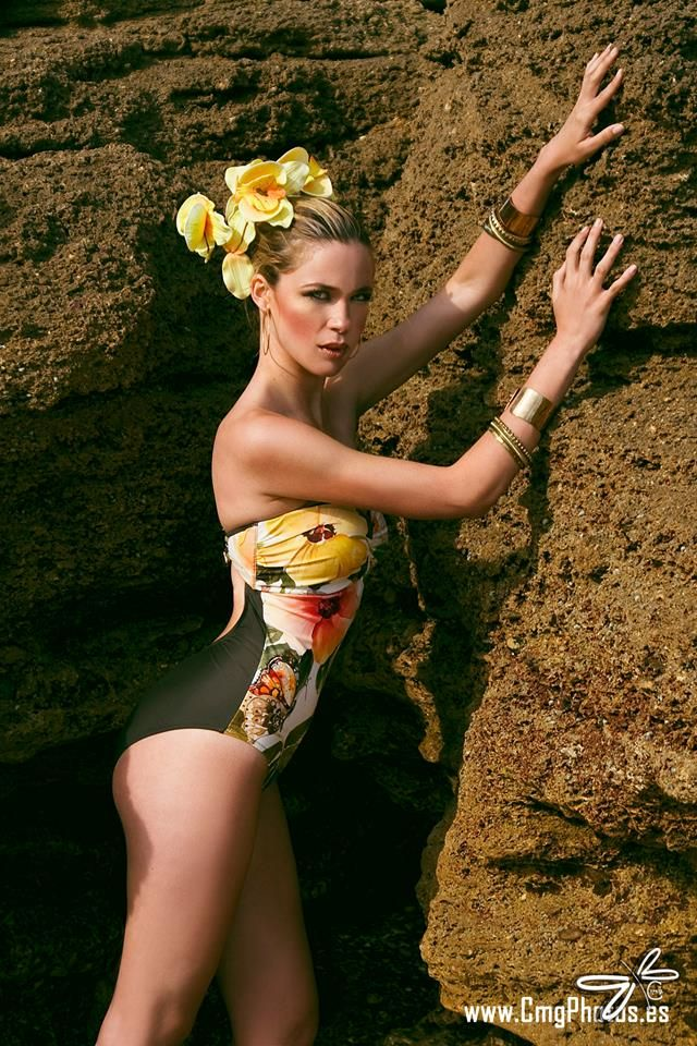 Model: Marti Remedir Make Up: Natalia de la Iglesia Photo: CMG PHOTOS Estilismo y vestuario : Azahar Lenceria
