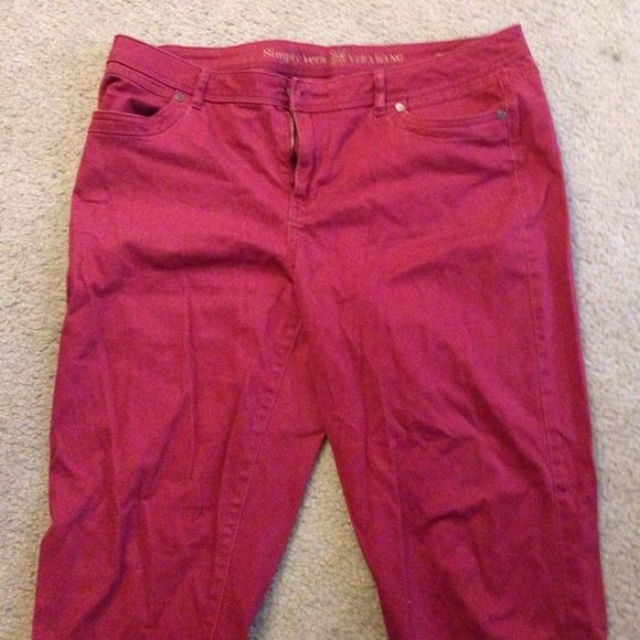 """Vera wang deep red skinny pants size 14 Vera wang simply Vera skinny pants in deep red size 14. Slight stretch, 29"""" inseam. Super cute and comfortable. Worn a handful of times and does of some pilling in crotch as seen in photo. Vera Wang Pants Skinny"""