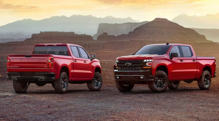The new 2019 Chevy Silverado 1500 LT Trail Boss edition is aimed at wooing the off-road centric users. The company showcased the model in a dramatic event ahead of the Detroit auto show by using a helicopter on Texas Motor Speedway.