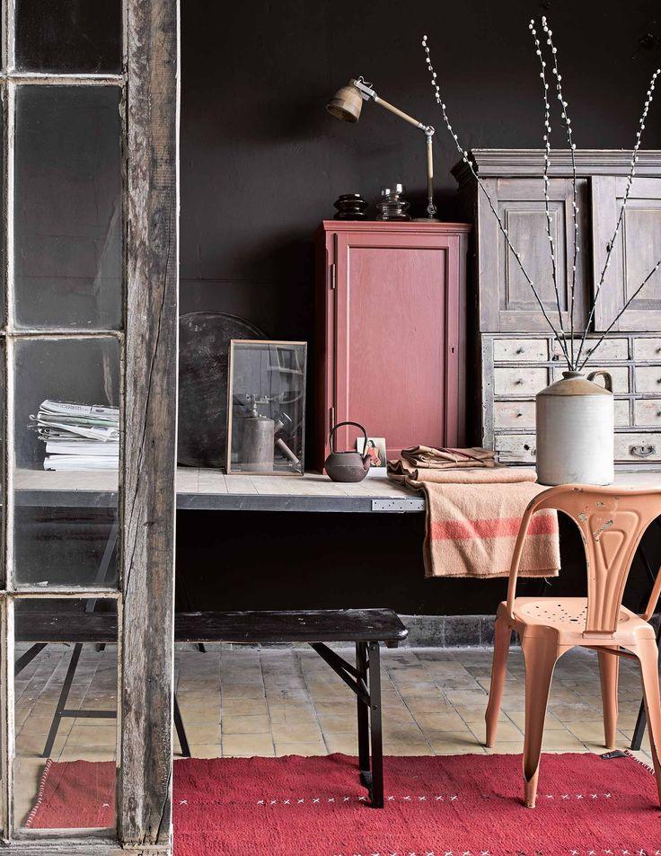 Roze kast | pink closet | vtwonen 03-2017 | Fotografie Alexander van Berge, Hans Blomquist, Debi Treloar | Styling Marianne Luning