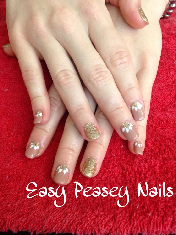 Shellac nails nail nail art gold glitter nude flower flowers