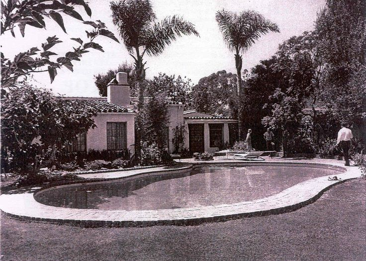 Marilyn monroe 39 s swimming pool fifth helena drive 1962 12305 fifth helena drive brentwood california