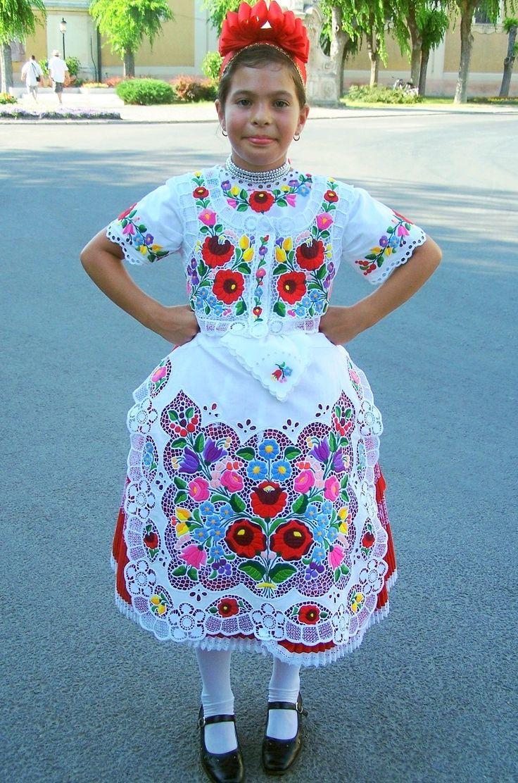 Hungarian folk costume, kalocsai style