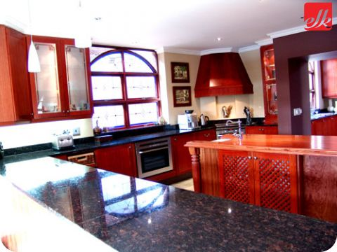 Does your taste run to the more traditional? Pick your dream kitchen at Easylife today! http://www.easylife.co.za/