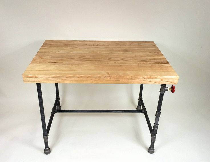 Desk with tube and pipe into the home, office, made of ash wood. Dimensions: 98,5 cm x 69 cm wide and 74 cm height. The outer top thickness is 6 cm. The item also includes red valve that can serve as a hanger for a backpack, purse, at the discretion of the user. Raw tube, washed. I invite you.