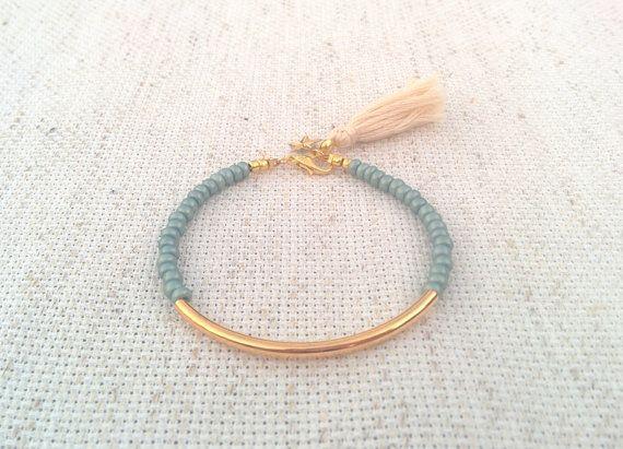Bracelet tube or, Bracelet perles, bracelet perles, bracelet de gland, bracelet de l'amitié, bracelet de perles de graine, bracelet de perles de graine, gris perle