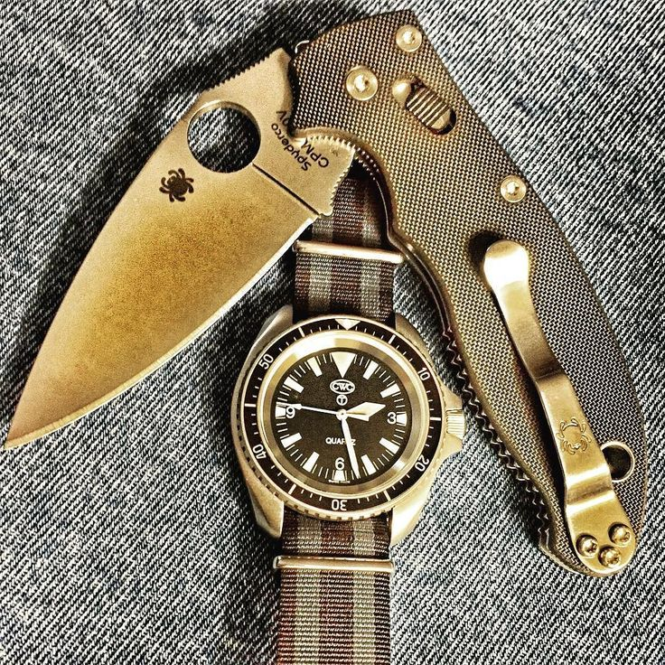 A couple of my absolute favorite things. My CWC Royal Navy Diver with T dial on a Bond Phoenix NATO along side my Spyderco Manix 2. @cabotwatchcompany @silvermans1946 @spyderco_inc #everydaycarrygear #everydaycarrydaily #everydaycarrys #everydaycarry365 #everydaycarry #watchfam #watchcommunity #watchporn #royaldiver #cabotwatchcompany #silvermans #clearancediver #diverswatch #royalnavyheritage #bond #phoenixnato #favthings #watchesofinstagram #milsub #navydiver #spydercomanix2 #knifeguy…
