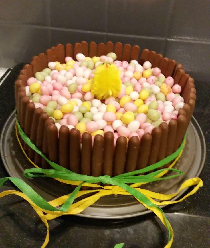 Gâteau de Pâques www.facebook.com/pages/Miss-CupN-Cakes/552696768162358