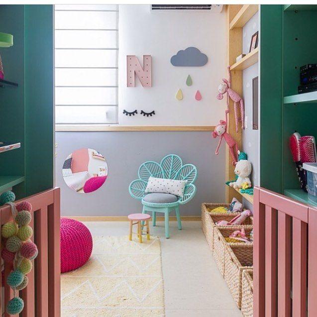 Nosso varal de bolinhas Bella (no cantinho esquerdo) e nossa nuvem Nina com ganchos de gotinha Juju nesse quarto lindíssimo e super colorido projetado pela @linha_arquitetura. Ficou incrível 👏🏻👏🏻👏🏻 #quartoinantil #decoraçãoinfantil #decoraçãocriativa #quartodemenina #inspiração #nuvem #crochê #gancho #gotinhas #detalhes #cores #ideiasdiferentes #ideiasdemamãe