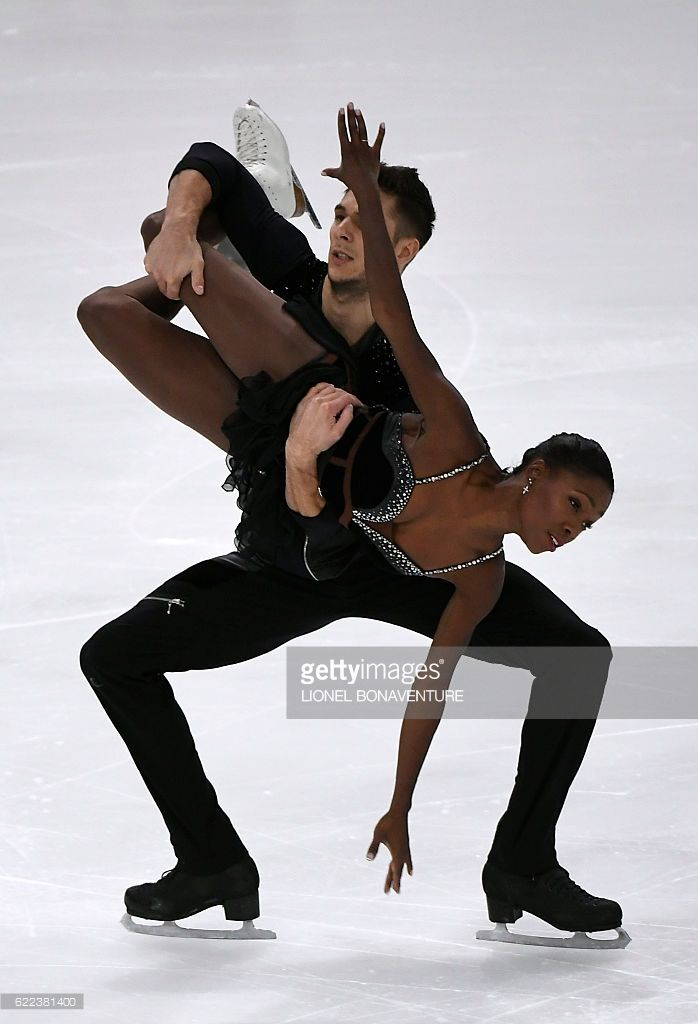 France's Vanessa James and Morgan Cipres perform during the Pairs short program at the Trophee Eric Bompard ISU Grand Prix of Figure Skating in Paris on November 11, 2016. / AFP / LIONEL