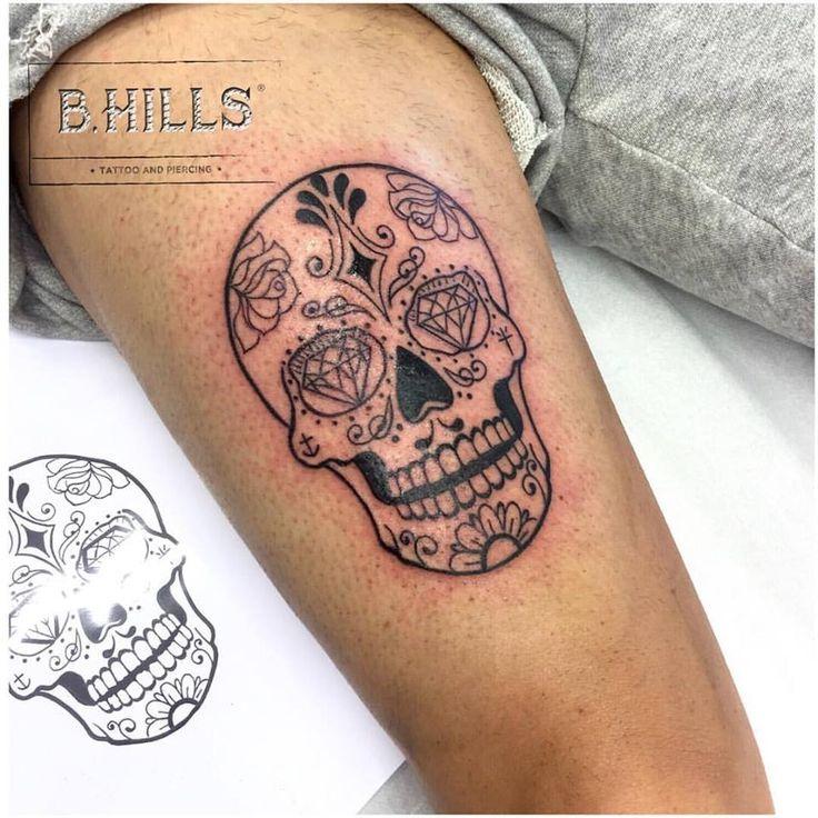 SUGAR SKULL  #mexicanskull #sugarskull  #skull #tattoo #tattooarm  #mexicanskulltattoo #linerblack  #skulliner #diamondstattoo  #tattooart #tattoink  #tattoopassion #tattooarm  #skullart #skullink #skullarm #BhillsTattooCompany #LaraLadyOktopusTattooArtist #LaraBhills #TattooArtist #tattoodefender #stingray #dragonfly #tattoocittadella #tattooveneto #tatuatorinveneto #venetotattoo #ink #tattoomagazine #tattooitalia