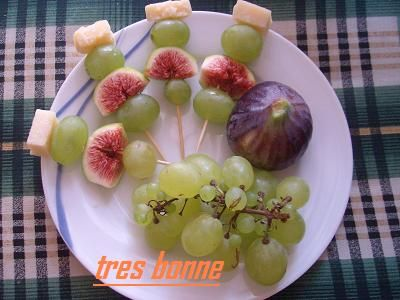 Deliziosi spiedini di frutta estiva con grana http://blog.giallozafferano.it/specialit/spiedini-frutta-formaggio/