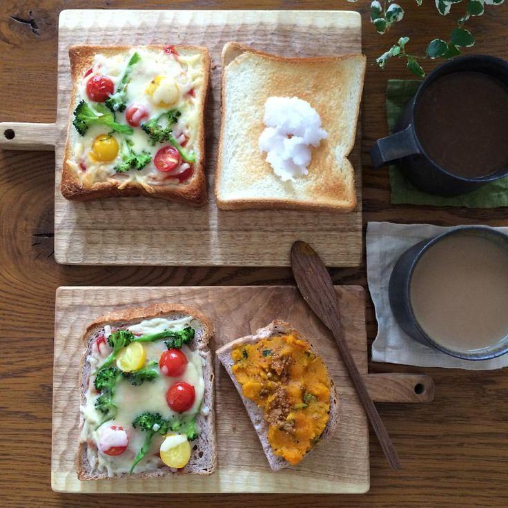 4/29 朝ごはん プチトマトとブロッコリーの ピザトースト 私のは、南瓜のココナツマッシュとシナモンのトースト #朝ごはん#朝食#おうちごはん#節約料理#器#清岡幸道#小沢賢一#菅原博之#無印良品#トースト#カッティングボード#かどまさや#breakfast#instafood#instapic