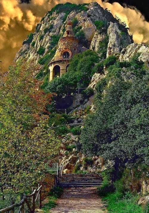 Cliff Castle, Spain