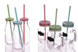 Werfen Sie einen Blick auf unsere neuen Großhandels Gläser mit Deckel und Strohalm. Diese populären Gläser sind ein tolles Geschenk und sollten in keinem Geschenkeladen fehlen.   Benutzen Sie diese tollen Gläser um Ihre Gäste auf eine besondere Art und weise zu verwöhnen Sie haben die Auswahl zwischen drei verschiedenen Farben. Rot, Blau und Grün. Die Stohalme sind farblich mit dem Deckel abgestimmt.   Haben Sie einen Freund der gerade umgezogen ist und eine Einstandsparty schmeisst?