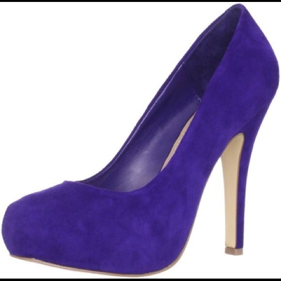 Steve Madden Purple Pumps Purple pumps from Steve Madden. 4 inch heel. The tag of the left foot is starting to come off. Suffers from wear and tear. Steve Madden Shoes Heels