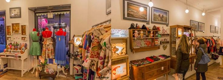 La Intrusa Showroom     c/Corredera Alta de San Pablo 33     28004 Madrid, Spain horario 11:00 am - 9:00 pm Phone914 45 71 70 info@laintrusashowroom.com Websitehttp://www.laintrusashowroom.com