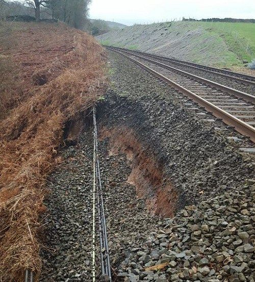 North West railway engineers poised to respond as Storm Eleanor approaches https://i0.wp.com/www.cumbriacrack.com/wp-content/uploads/2018/01/Armathwaite-storm-damage.jpg?fit=500%2C552&ssl=1 Network Rail engineers are today monitoring the railway across the North West ahead of Storm Eleanor hitting Britain.    https://www.cumbriacrack.com/2018/01/02/north-west-railway-engineers-poised-respond-storm-eleanor-approaches/