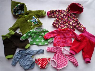 "Patrons gratuits pour vêtements de poupée 30cm - en allemand - Free patterns for 12"" doll clothes (in German)"