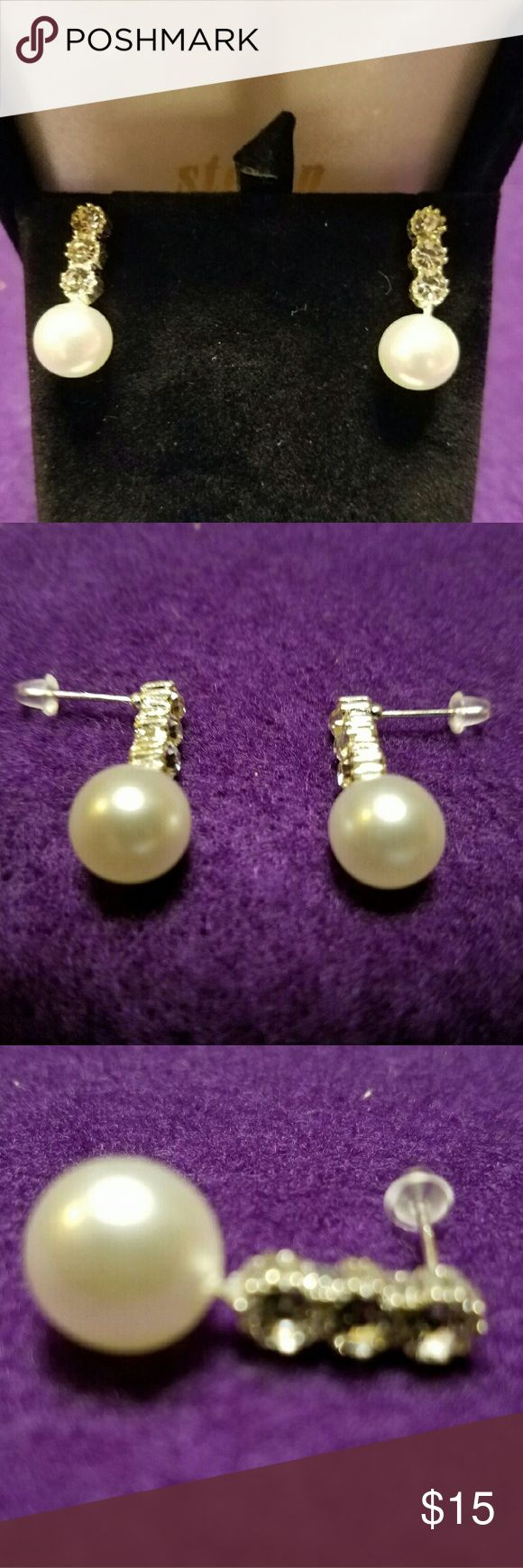 1 pair costume jewlry pearl look stone NWOT Silver earrings with 3 clear stones and pearl looking stone on bottom NWOT Jewelry Earrings
