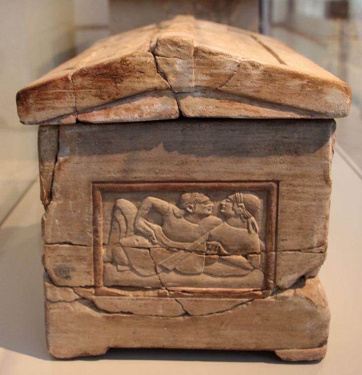Chiusi (SI). Urna funeraria in pietra fetida, 520-500 a.C. ca.