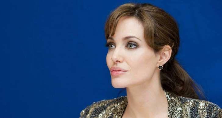 Angelina Jolieestá más que nunca en el foco mediático desde queanunciara su divorcio deBrad Pitty con ello el fin de la eraBrangelina. Ahora la actriz.