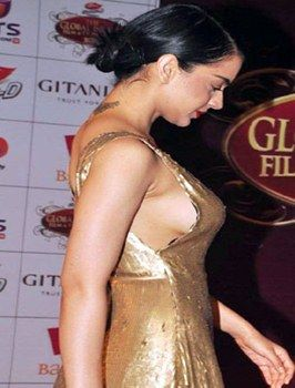 Bollywood heroines with wardrobe malfunction