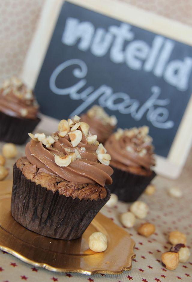 Cómo hacer los mejores Cupcakes de Nutella + preparación de buttercream de Nutella para 12 personas. La mejor receta para conseguir todo el sabor.