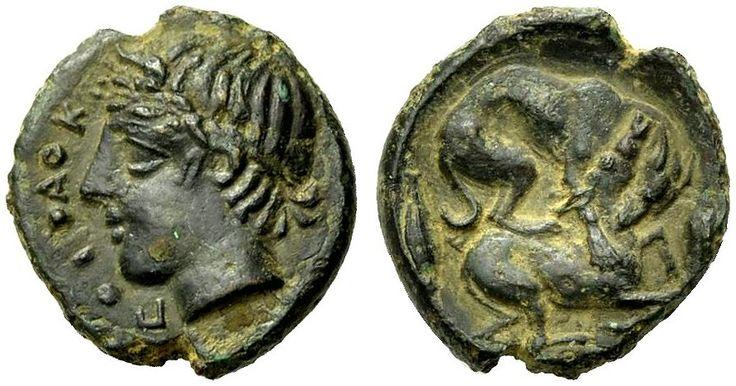 GRIECHISCHE MÜNZEN  SIZILIEN  PIAKOS   Tetras, Bronze, 425-410 v. Chr. Π−Ι−Α−Κ Kopf eines jugendlichen Flussgottes mit einem kleinen Horn n. l. Rv. Hund auf einem n.r. niedergebrochenen Rehkitz sitzend und ihm die Kehle durchbeissend; im Felde l. und r. je ein Getreidekorn