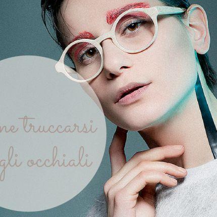 Come truccarsi con gli occhiali e valorizzare lo sguardo