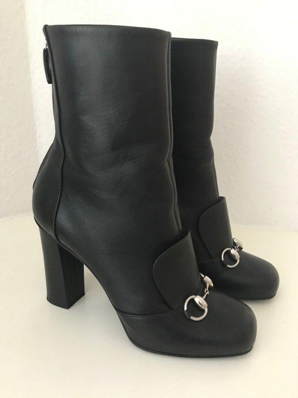 Mein Gucci Stiefeletten Schwarz Leder 39 Horsebit Silber Stiefel Leather Boots Black Princetown Lillian von Gucci. Größe 39 für 499,00 €. Schau es dir an: http://www.kleiderkreisel.de/damenschuhe/stiefelette/157152397-gucci-stiefeletten-schwarz-leder-39-horsebit-silber-stiefel-leather-boots-black-princetown-lillian.