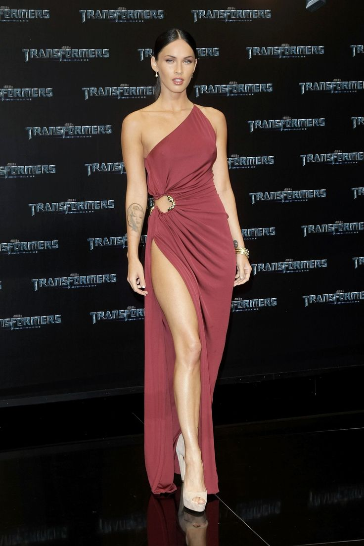 Some actresses excel at giving heartfelt acceptance speeches, others could give up their day jobs to become full-time street style icons, and a select few seem to have been born with the genetic makeup of a glamazon. Megan Fox and her red carpet atti