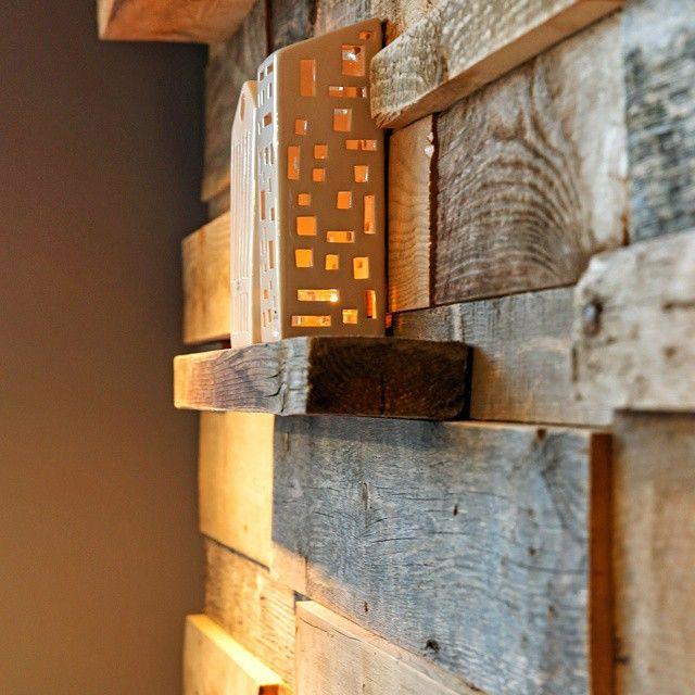 #fondvegg #attentuseiendom  #drivved #gjenbruksmaterialer #tidenstann #gamlematerialer #gjenbruk #interiør #håndlagetavoss #barefordeg #bærekraftig #kortreist www.drivved.no