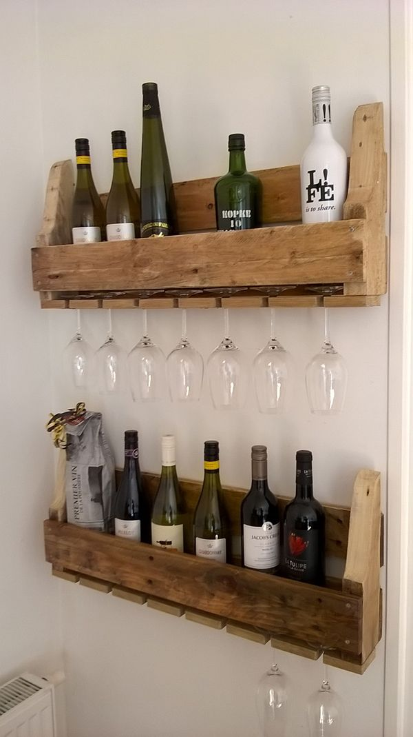 Wijnrekken voor fles en glas, flessenrek met wijnglasrek. Voorbeeld is 75 cm lang. Prijsindicatie €80 per stuk.