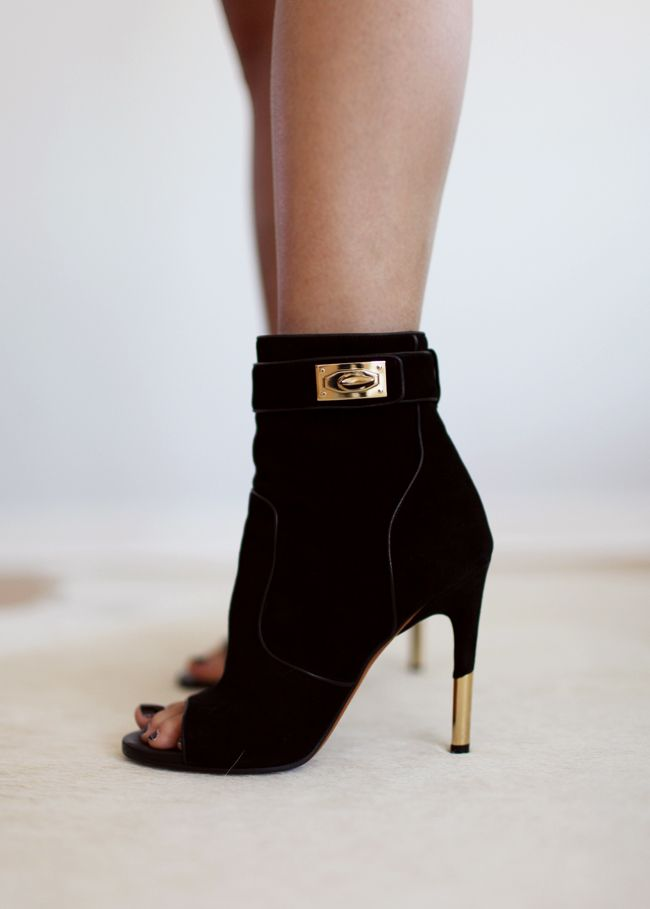 Givenchy Dunke Suede Nappa Shark Lock Bootie. SCORPARIA ♥