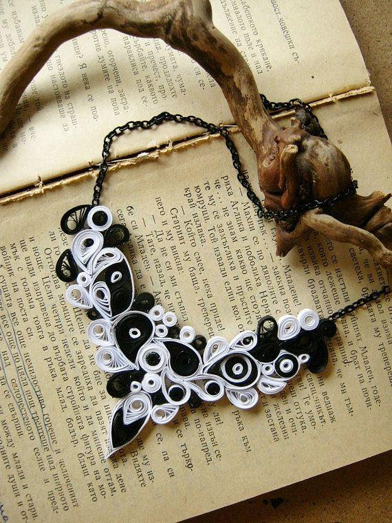 Papel de regalo de aniversario, collar de papel, regalo de aniversario de boda, collar blanco y negro, joyas de papel, collar gótico